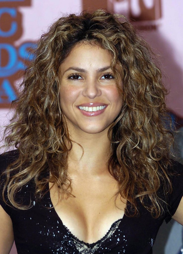 show pictures of short haircuts shakira photos photos 2005 mtv european awards 4679 | 2005 MTV European Music Awards ETLEKD3gmUqx