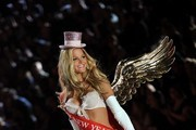Erin Heatherton walks the runway at the 2012 Victoria's Secret Fashion Show..Lexington Avenue Armory, New York, NY..November 7, 2012..Job: 121107A5..(Photo by Axelle Woussen/Bauer-Griffin).