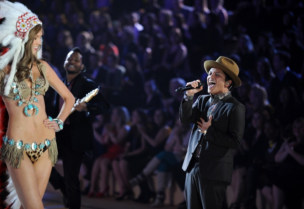 Bruno Mars Photos Photos 2012 Victoria 39 S Secret Fashion
