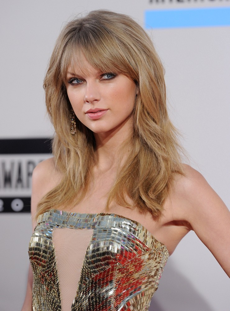 Red carpet arrivals at the 2013 American Music Awards at the Nokia Theatre L.A. Live in Los Angeles on November 24, 2013. Pictured: Taylor Swift.