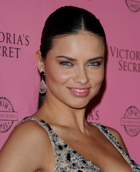 nice body 2011 pictures and wallpapers Adriana Lima
