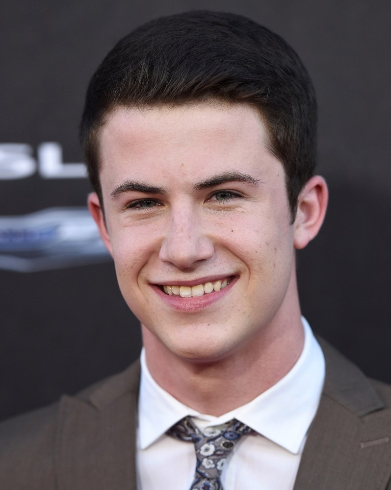 The 21-year old son of father Craig Minnette and mother Robyn Maker, 178 cm tall Dylan Minnette in 2018 photo