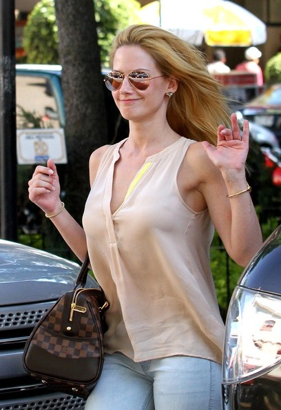 Altair Jarabo Eats Out...