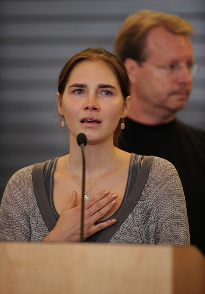 Amanda knox lands in seattle pictures