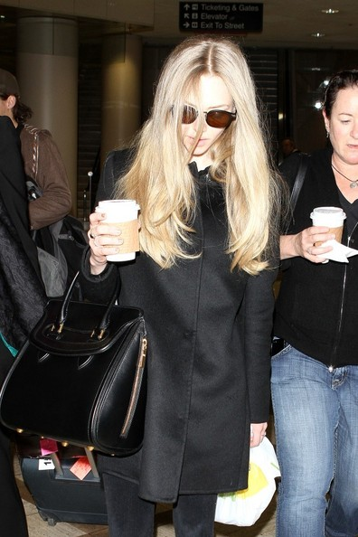 Amanda Seyfried - Amanda Seyfried Gets Coffee