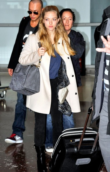 Amanda Seyfried - Amanda Seyfried Lands in Paris