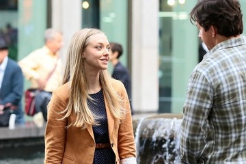Amanda Seyfried Amanda Seyfried and Mark Wahlberg on Set