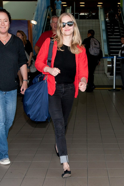 Amanda Seyfried arrives at LAX (Los Angeles International Airport) looking perky.