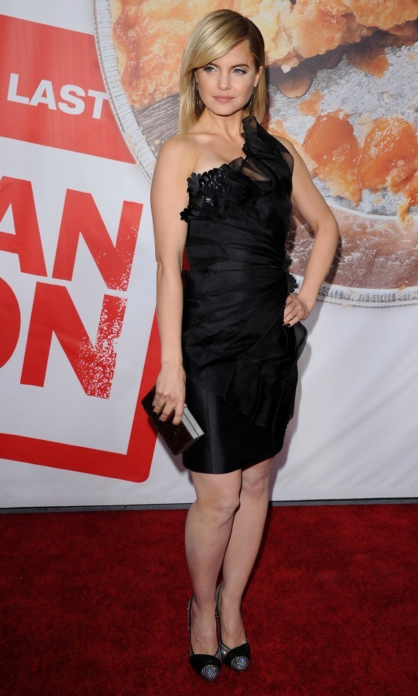mena suvari photos photos american reunion premiere zimbio. Black Bedroom Furniture Sets. Home Design Ideas