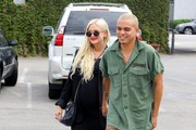 Ashlee Simpson Eats Out