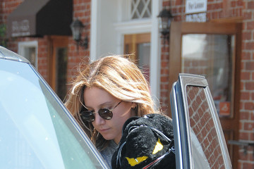 Ashley Tisdale Ashley Tisdale Runs Errands