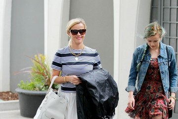 Ava Phillippe Reese Witherspoon and Her Daughter Go Shopping