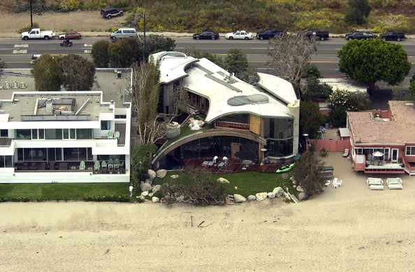photo: house/residence of beautiful 120 million earning Malibu, CA, USA-resident
