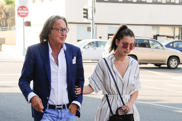 Bella Hadid Mohamed Hadid Bella and Mohamed Hadid Stroll Together in Beverly Hills