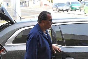 Billy Dee Williams Billy Dee Williams Arrives at LAX