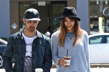Blanda Eggenschwiler Joe Jonas and His Girlfriend Get Coffee