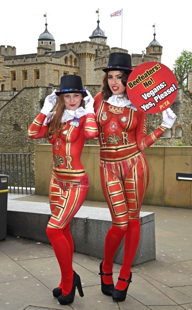 BodyPainted Beefeaters - Pictures - Zimbio