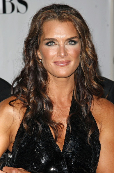 ¿Cuánto mide Brooke Shields? - Real height Brooke+Shields+62nd+Annual+Tony+Awards+mih08nrdm6-l