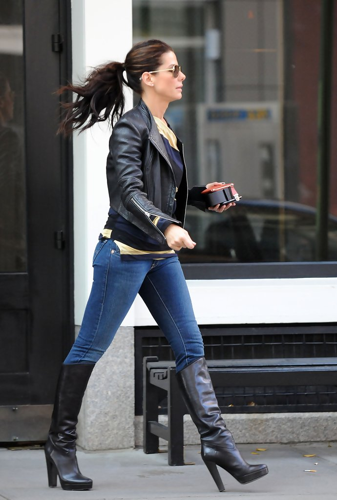 Sandra Bullock Runs Errands