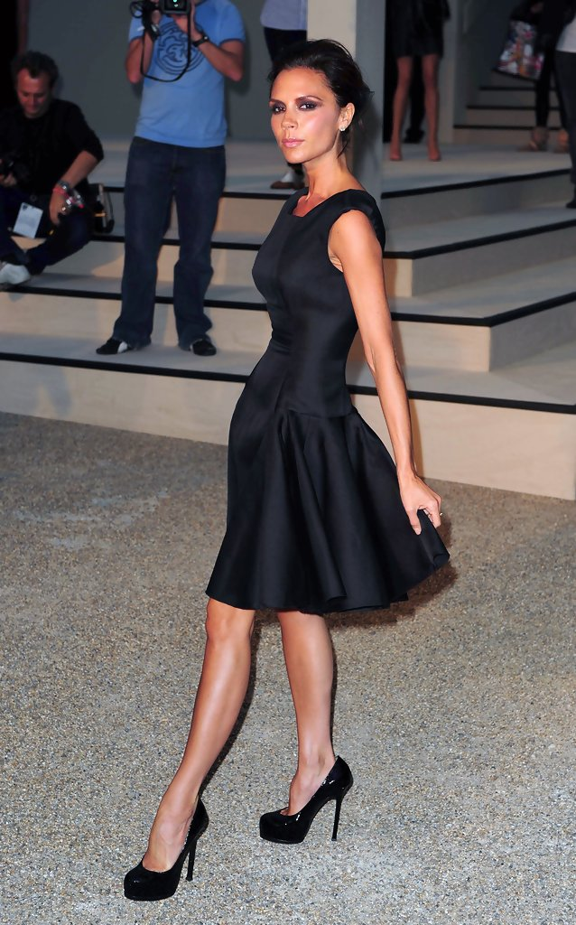 Victoria beckham in burberry fashion show zimbio - Burberry fashion show ...