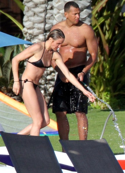 Cameron Diaz and Alex Rodriguez (aka A-Rod) spend the holiday weekend vacationing in Mexico. After taking a dip in the waters they share a hose to shower down.