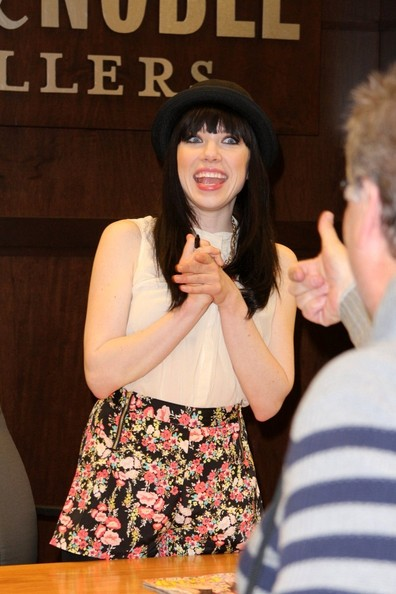 Carly Rae Jepsen - Carly Rae Jepsen at Barnes & Nobles at the Grove