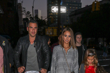 Cash Warren The Alba Family Goes out in NYC