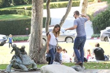 Cash Warren Jessica Alba and Family at the Park