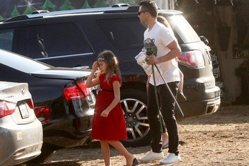 Cash Warren Jessica Alba and Family Get a Christmas Tree
