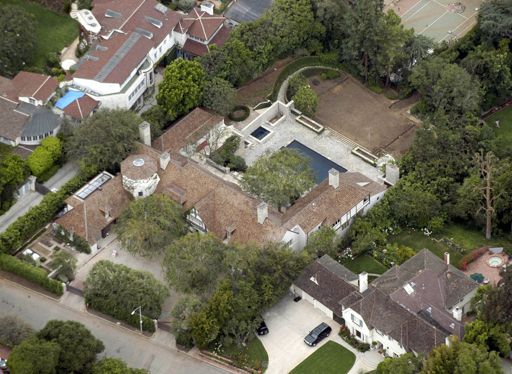 Jennifer aniston and brad pitt photos photos celebrity for Movie star homes beverly hills