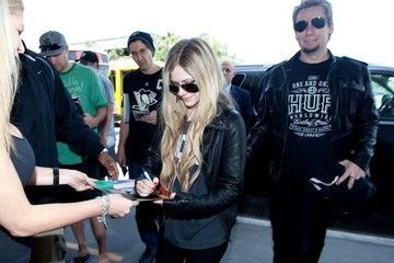 Chad Kroeger Avril Lavigne Leaves LA with Her Boyfriend