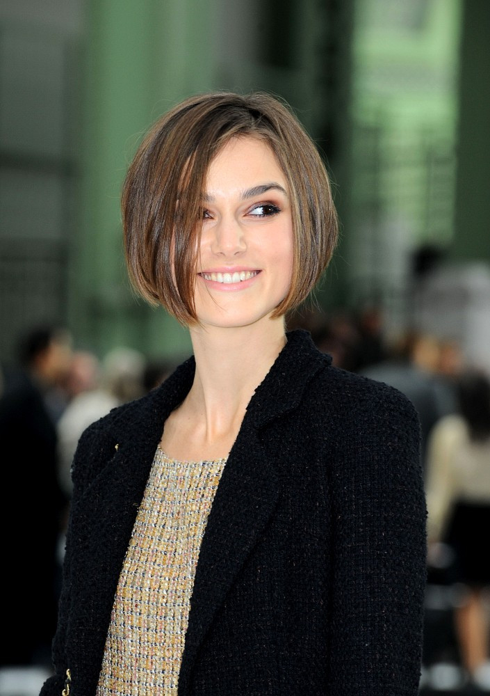 keira knightley in chanel fashion show zimbio. Black Bedroom Furniture Sets. Home Design Ideas