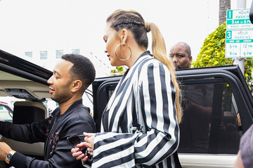 Chrissy Teigen John Legend And Chrissy Teigen Go Out For A Family Lunch