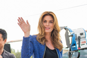 Cindy Crawford Cindy Crawford Visits 'Extra'