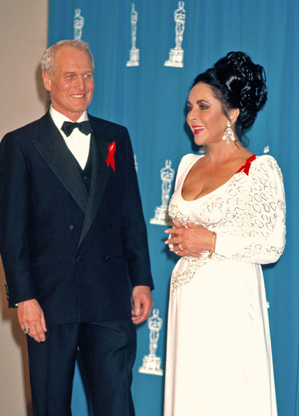 Paul Newman The following are classic (stock) images of Elizabeth Taylor.Image Circa: 1992 (at the Academy Awards with Paul Newman).