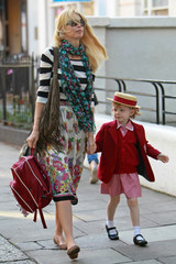 Clementine Vaughn Claudia Schiffer Walks Her Daughter to School