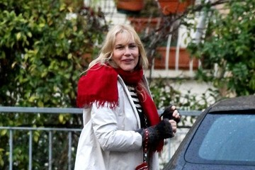 Daryl Hannah Celebs Grab Lunch at Dal Bolognese