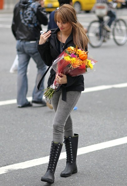 "Debby Ryan ""Suite Life on Deck"" star Debbie Ryan picks out a beautiful fall bouquet while shopping downtown."
