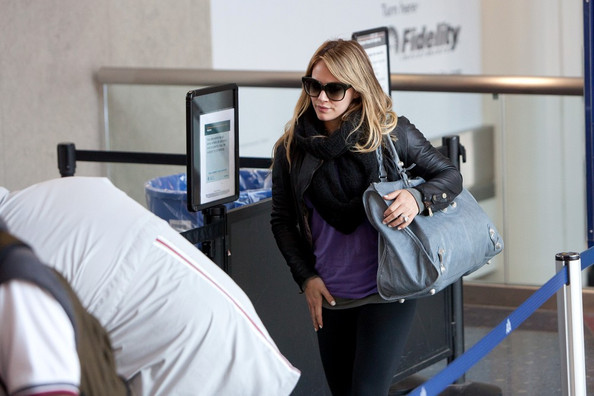 Hilary Duff swiftly prepares to depart LAX (Los Angeles International Airport).