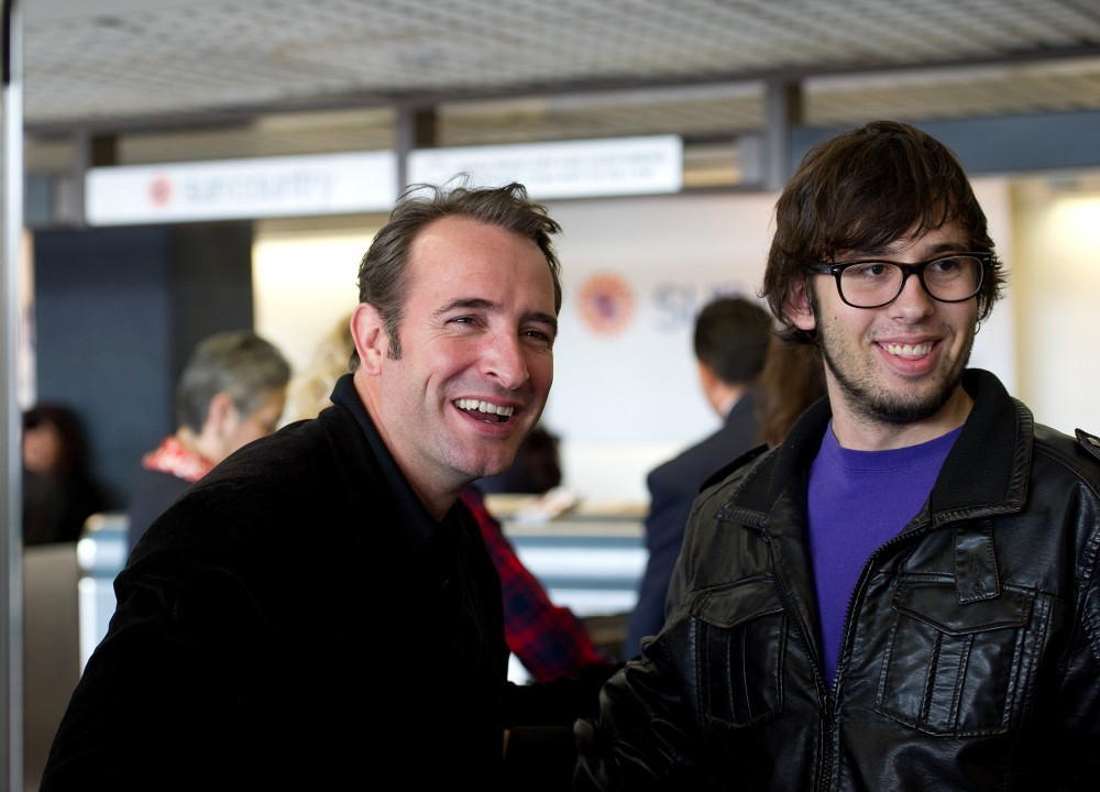 Jean dujardin in jean dujardin and wife at the airport for Dujardin lamy