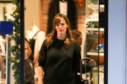 Jennifer Garner Goes Christmas Shopping