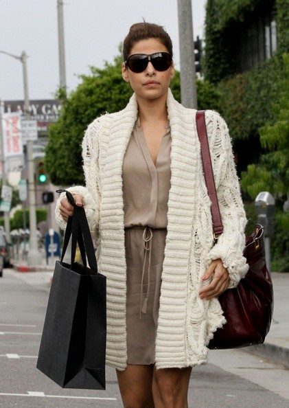 Eva Mendes Eva Mendes takes a leisurely stroll down Beverly Boulevard after partaking in some retail therapy at Pringle of Scotland where she picked up some knitware.