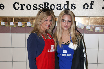 Frankie Jean Sixx Los Angeles Mission Thanksgiving For The Homeless
