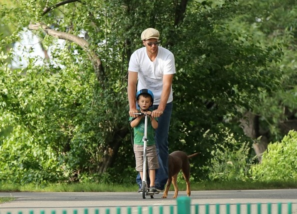 Gisele and Tom at the Park
