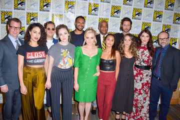 Hale Appleman Stella Maeve 2019 Comic-Con International - 'The Magicians' Photo Call