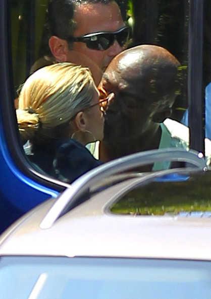 Heidi Klum Heidi Klum and her husband Seal exchange a goodbye kiss before going their separate ways.
