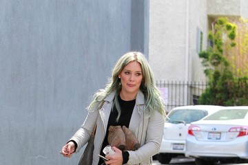 Hilary Duff Hilary Duff Is Still Rocking Blue Hair