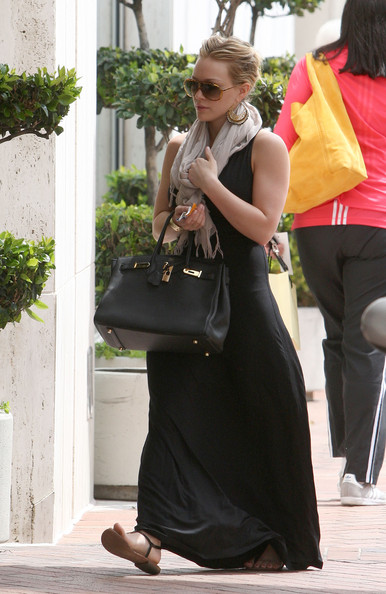 Actress Hilary Duff shows off her engagement ring as she heads into Neiman Marcus to shop.