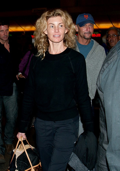 New pictures faith hill without makeup faith hill zimbio for How old are faith hill s daughters