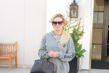 Holly Madison Holly Madison Carries Louis Vuitton